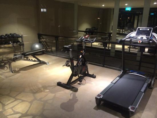 """singapore  transit hotel gym""的图片搜索结果"