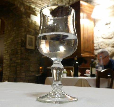 Pecorino-Soufflée mit karamellisierten Zwiebeln / Tagliatelle mit wildem Spargel  / In Craft-Bie