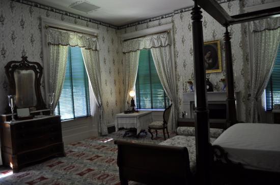 Natchez, MS: bedroom with day bed