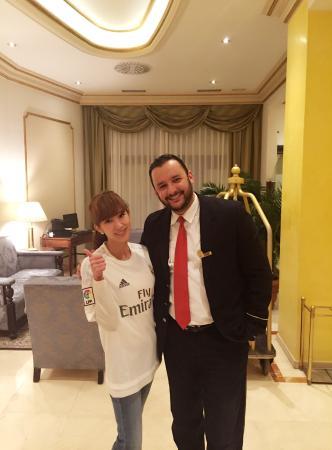 Hotel Roger De Lluria Barcelona: Roger de LLuria with Mr.Hakim He is Barca fan! He is great service and very kind to us😄