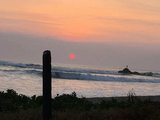 Playa Grande, Costa Rica: Another beautiful sunset at high tide