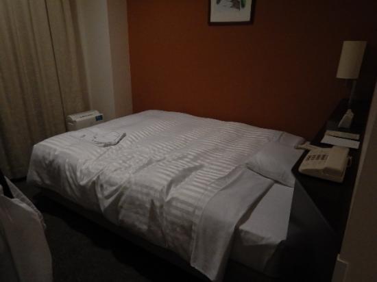 Hotel Mets Mejiro: 清潔感のある程よい硬さのベット