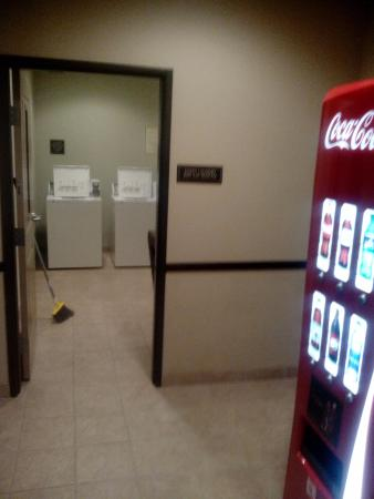 Emory, TX: Wash and Dry your clothes, very clean room with adjacent soft drink machine