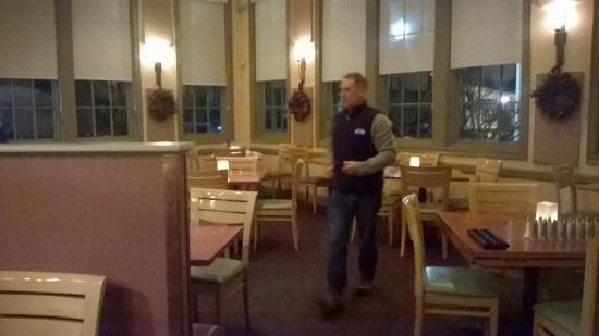 Mashpee, MA: Inside of the restaurant dining area