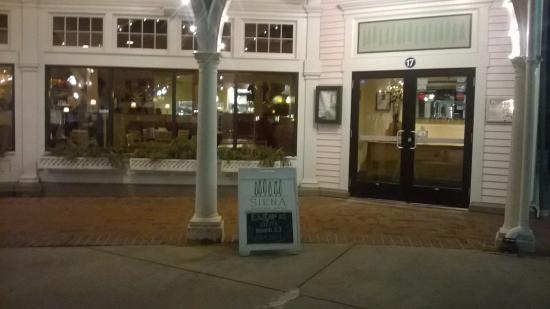 Mashpee, MA: Outside of restaurant