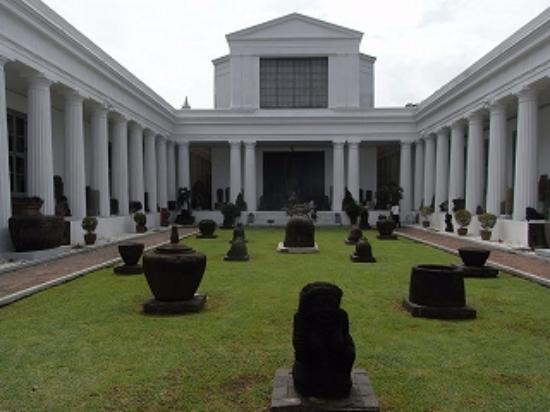 salah satu koleksi kerangka di museum nasional picture of national rh tripadvisor ie