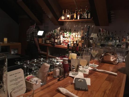 Blu's Restaurant: I like the bar. You can get the full menu!