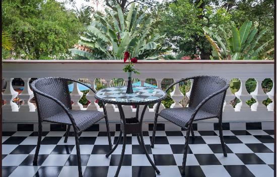 Chateau d'Angkor La Residence: BALCONY