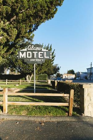 Los Alamos, CA: Welcome to the Alamo Motel!