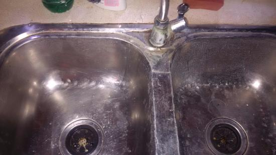Disgustingly dirty kitchen sink! - Picture of Tisara Villas, Koggala ...