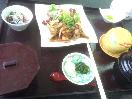 Kampo no Yado Beppu: ランチの生姜焼き定食! 温泉後のビールとつまみに 生姜焼き定食をいただいております(^o^)