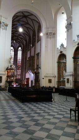 Brno, Çek Cumhuriyeti: Sanctuary in Cathedral of St. Peter and St. Paul