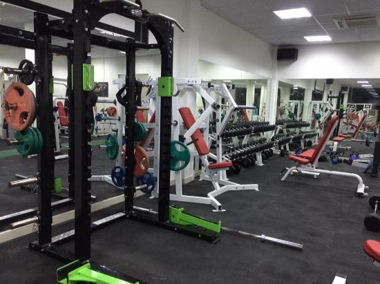 0f33b84527a05 Body Shape - Gym Thao Dien  Not many fitness centers in HCMC have power rack
