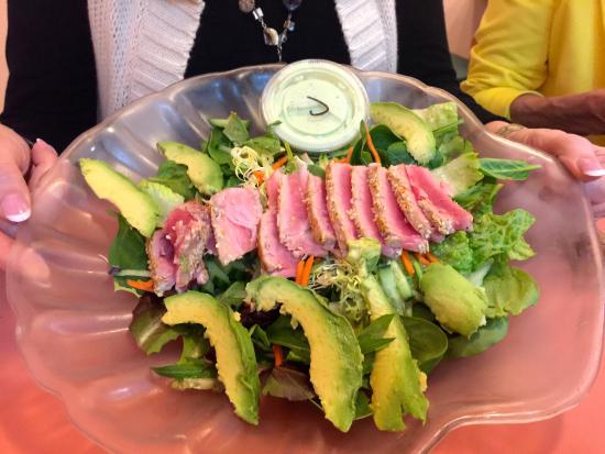 The Barefoot Cafe: seared tuna salad