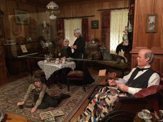 Matakohe, New Zealand: Showcase of Livingroom