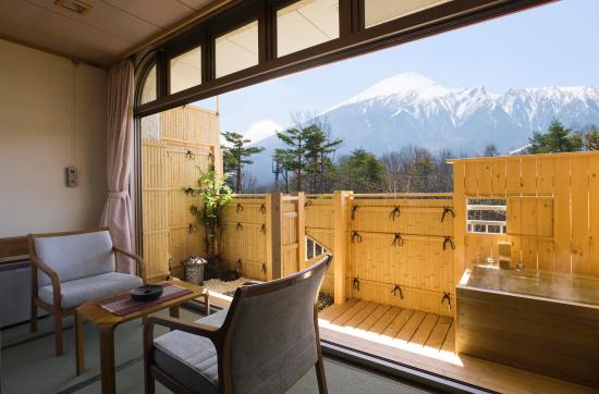 Hachimantai Heights: 露天風呂付き和室10畳間(岩手山側)