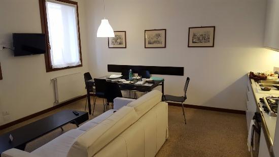 Residence Ca' Foscolo: IMG-20160406-WA0005_large.jpg