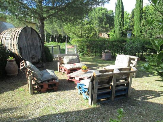 Montespertoli, Italy: reception