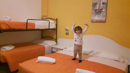 Hotel Tivoli: 20160409_230424_large.jpg