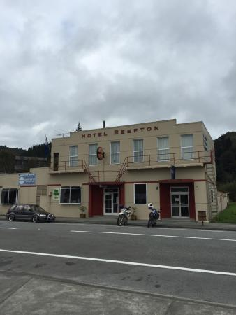 Reefton, Новая Зеландия: Can you see the bed bugs in this photo or have you seen the film Psycho...Bates Motel??!?! Welco