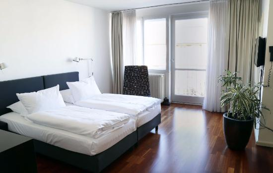 Hotel OTTO: The studio is spacious and well-designed.