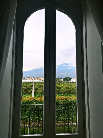 Zash Country Boutique Hotel: Mt Etna view from suite room