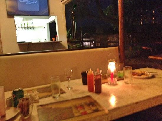 Colchester, Sør-Afrika: Tavoli esterni del ristorante