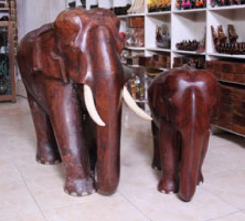 36 Rosewood Eleohant Picture Of Kerala Crafts Kumily Tripadvisor