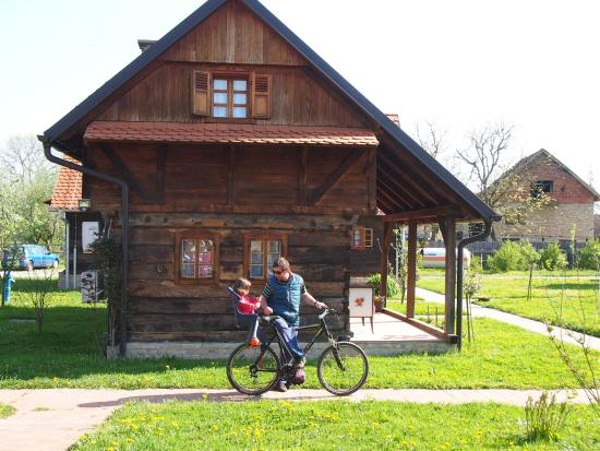 Krapje, Kroasia: Riding a bike
