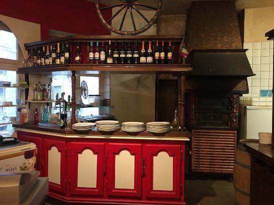 bella italia faade intrieur avec le four pizza au fond et nos plats - Four A Pizza Interieur