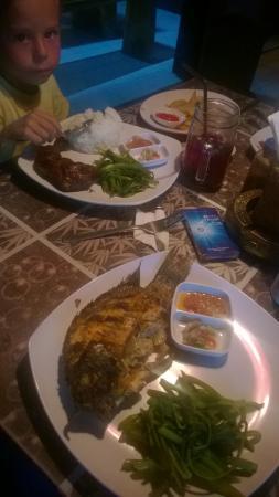 D'desa Warung and Grill