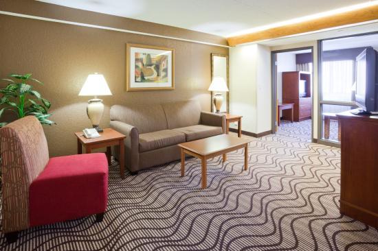 La Quinta Inn & Suites Minneapolis-Minnetonka: Guest Room Living Area