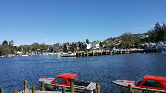 Bowness-on-Windermere, UK: Lovely day, beautiful weather. Great start to easter hols..
