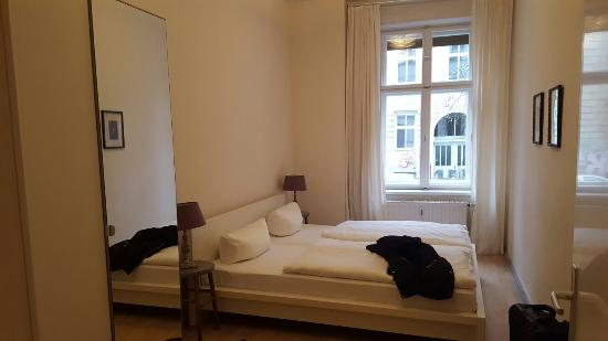 Schoenhouse Apartments: 20160407_142403_large.jpg