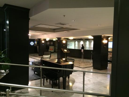 Crowne Plaza Costa Mesa Orange County: Nice Piano