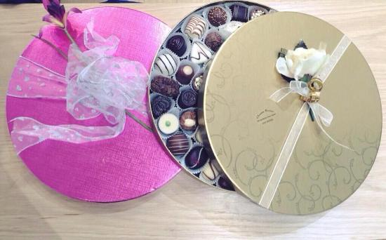Example of boxes, wrap/box/ribbon in store - Picture of