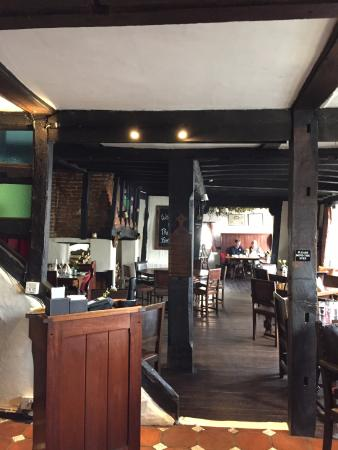 Elham, UK: Looking from the lounge area into the restaurant