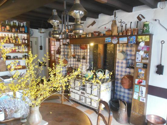 Décoration de l\'entrée 1 - Picture of Auberge d\'Inxent, Inxent ...