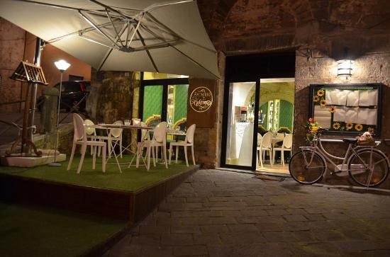 How to buy a cafe in Siena