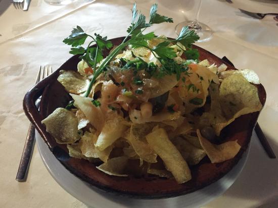 Restaurante Avo Maria: Vinho verde da casa, dourada assada, bacalhau da vó, tigre gratinado com queijo e doce d'avó.