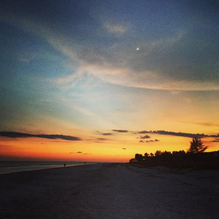 Pine Cove of Sanibel: Beautiful sunsets