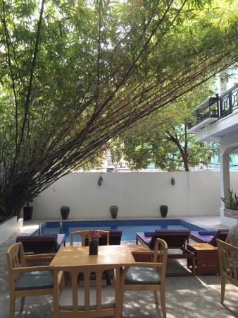 Omana Hotel: Dining inside or out by the pool.
