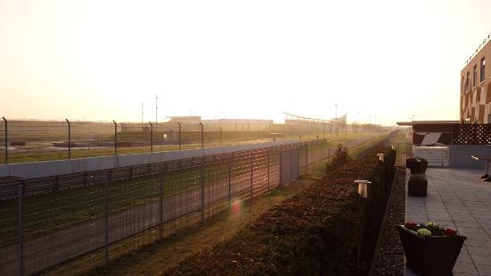 Hotel Motorsport Arena: Blick auf die Rennstrecke