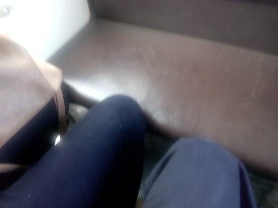 Arantour-Chiquitrén: Las rodillas chocan con el asiento de enfrente, sin estirarte