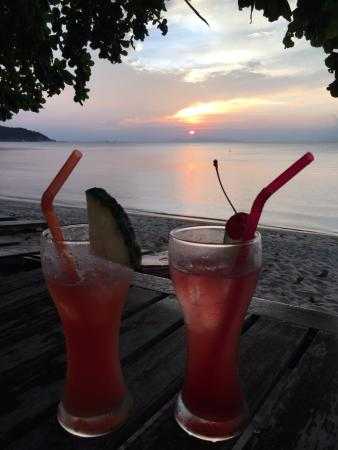 Lipa Noi, Tayland: Happy Hour Singapore Sling and a Mai Tai ?