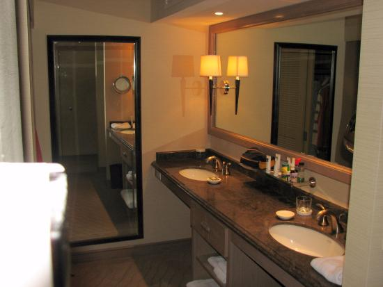 The Coeur d'Alene Resort: Spacious Closet and Sink Area