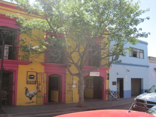 Casa de Las Bugambilias B&B: View from the street