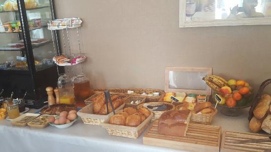 Ferme des Chartroux: Un petit déjeuner très complet...