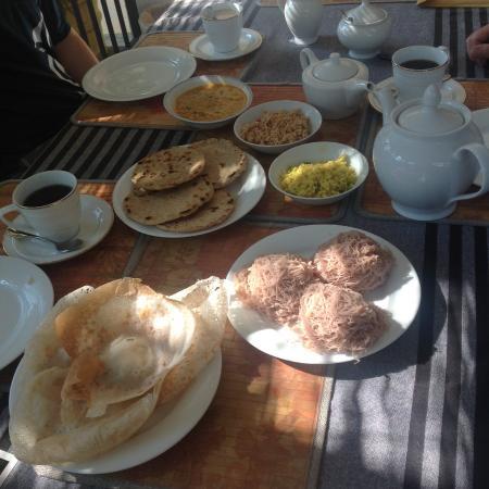 Birdhouse: En morgon beställde vi lankesisk frukost.