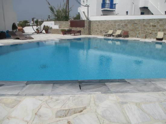 Poseidon Hotel - Suites: Swimming pool
